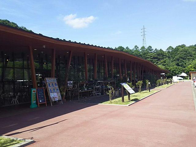 外観です。木造の建物が軽井沢らしくておしゃれです。_軽井沢発地市庭