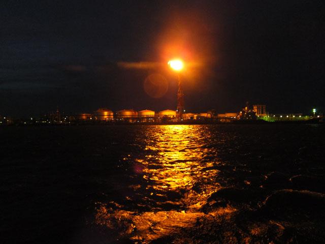 炎の工場夜景_京浜フェリーボート株式会社