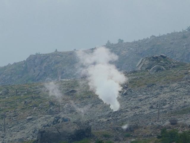 群馬県・白根山・現在も白煙を上げていました_草津白根山