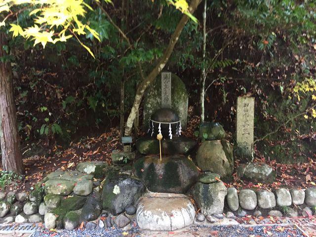 念願の願い石です。早い目の時間に行くと良いですよ。 ゆっくり参拝出来ます。_玉作湯神社