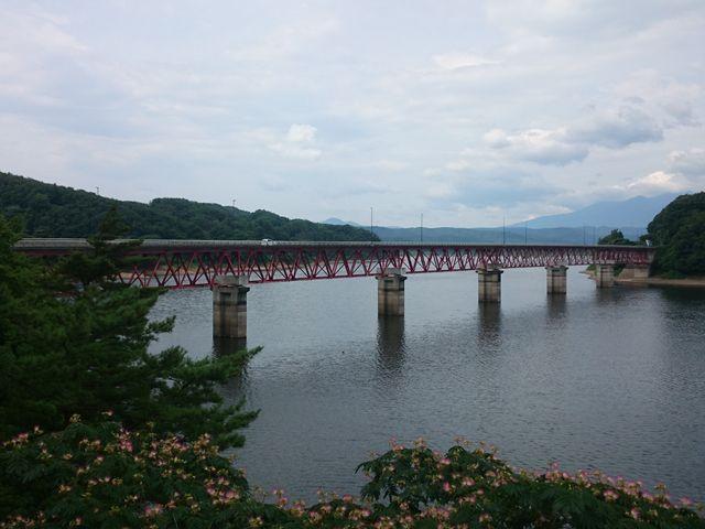 赤い長い橋_釜房湖
