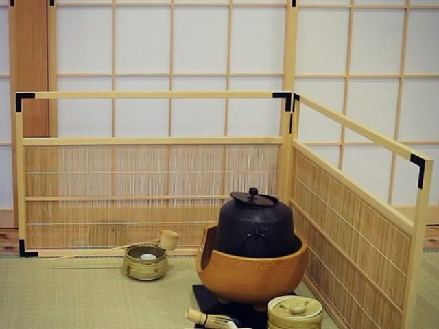 炉、鉄瓶を用いた御点前を体験できる。_KIMONO TEA CEREMONY MAIKOYA OSAKA