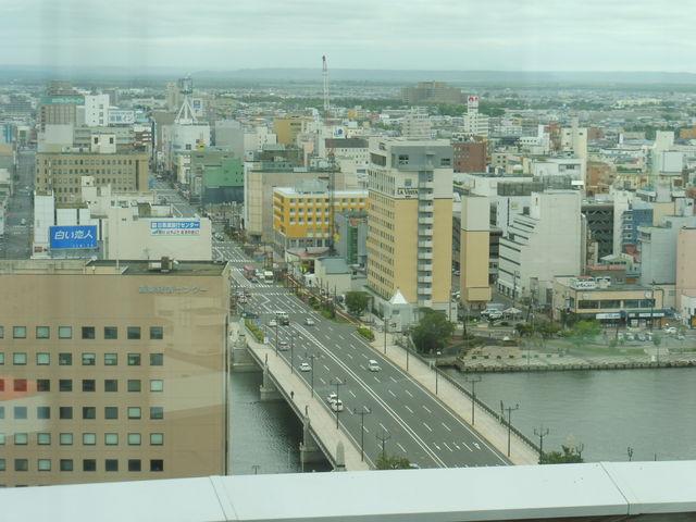 幣舞橋と泊っていたラビスタ_釧路市生涯学習センター(まなぼっと幣舞)