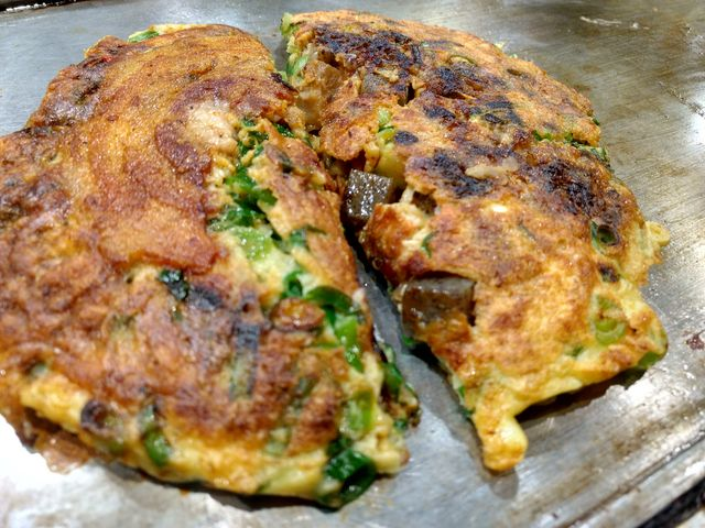 生地がフワフワで、「すじ肉」も「豚肉」も美味しかったです。_ねぎ焼 やまもと