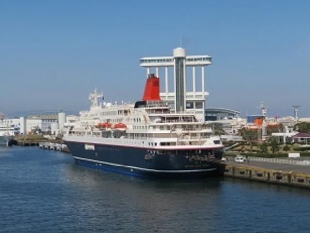 名古屋港ポートビルと日本丸_名古屋港ポートビル