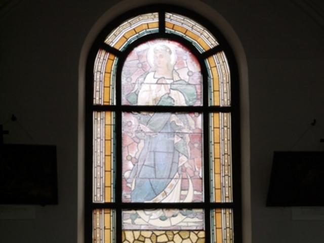 窓絵_鶴岡カトリック教会天主堂