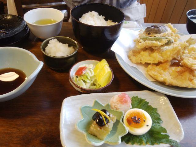 美味しそうな天ぷら定食です。_浅草 大黒家