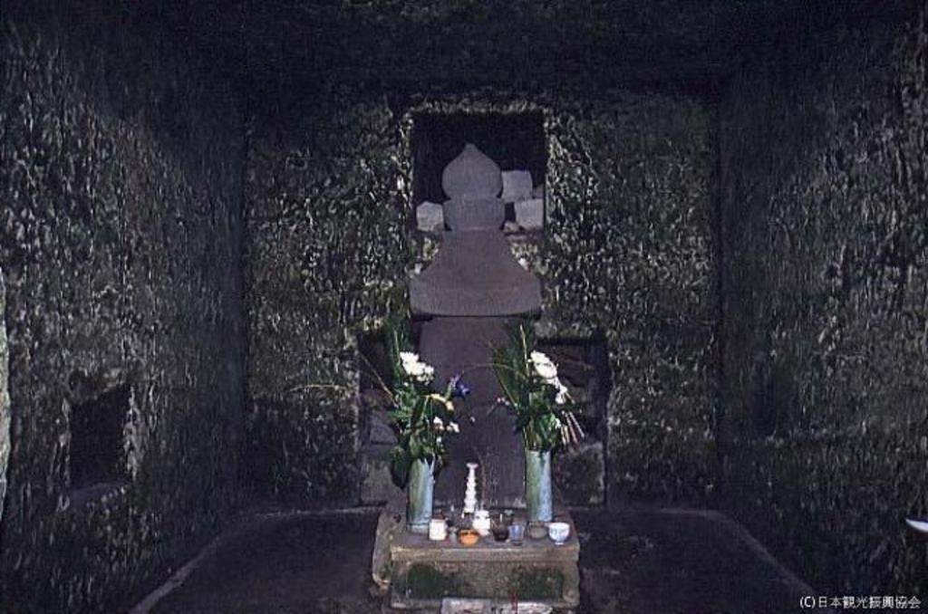 源実朝・北条政子墓(寿福寺)