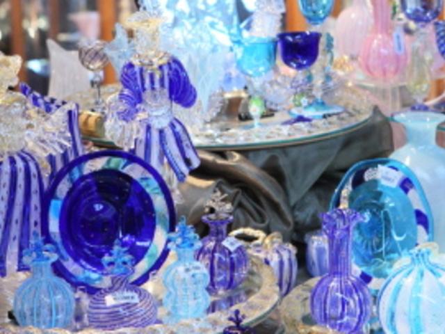 ミュージアムショップでは海外から取り寄せた5千種類10万点をご用意。_箱根ガラスの森美術館