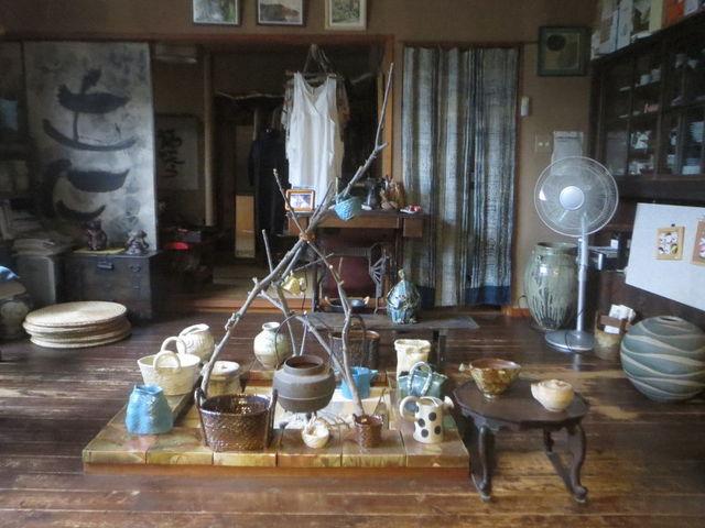 陶八画のギャラリーにある囲炉裏の部屋です_窯元 陶八画