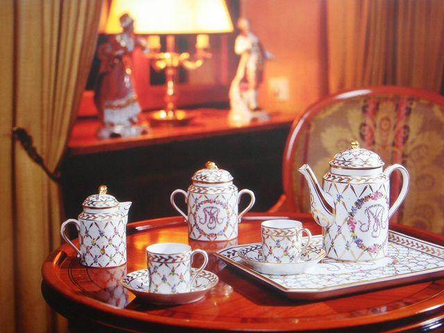 「マリア・テレジア モカセット」 デコール(装飾技術)はドレスデン ポルツェラン製品の特徴のひとつです。 _ドレスデン ポルツェラン公認磁器絵付け教室