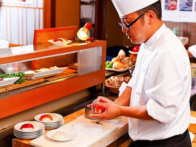 お寿司のネタは日替わり。今日は何かな・・・(ディナー限定)_お茶の水ホテルジュラク 百彩健美あけびの実