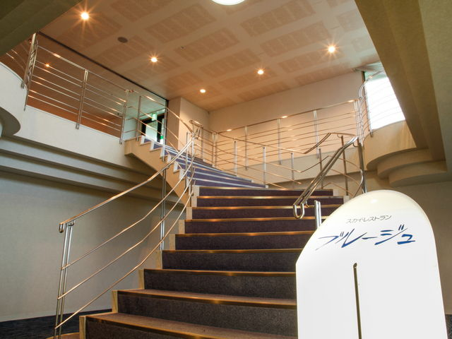 【ホテル最上階 フランス料理レストラン「ブルージュ」】浴衣・スリッパでのご来店はご遠慮ください。_ホテル&リゾーツ 南淡路