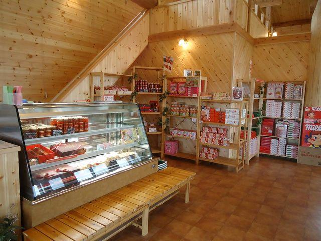 店内ではおいしいいちご製品を販売しています♪_日光ストロベリーパーク