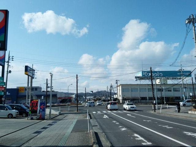 仙台バイパスから進むと、西方面に向かい、GS「コスモ石油」の信号をさらに西に向かい、3つめの信号の先が農園です。_ラ・フレーズ