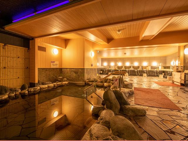 【岩風呂】湯量たっぷり程よい塩分濃度のホテル自慢の温泉です。_THE KASHIHARA