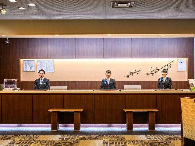 【1階 フロント】ご不明な点などございましたら、お気軽にフロントまでお越しください。_THE KASHIHARA