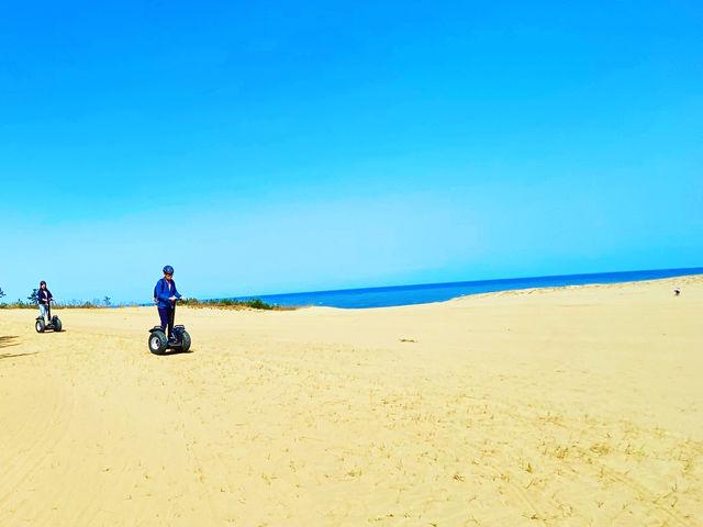 広大な鳥取砂丘を見ながら心地よいスピードで全長約6.5キロのコースを周遊していきます!_鳥取砂丘セグウェイ周遊ガイドツアー