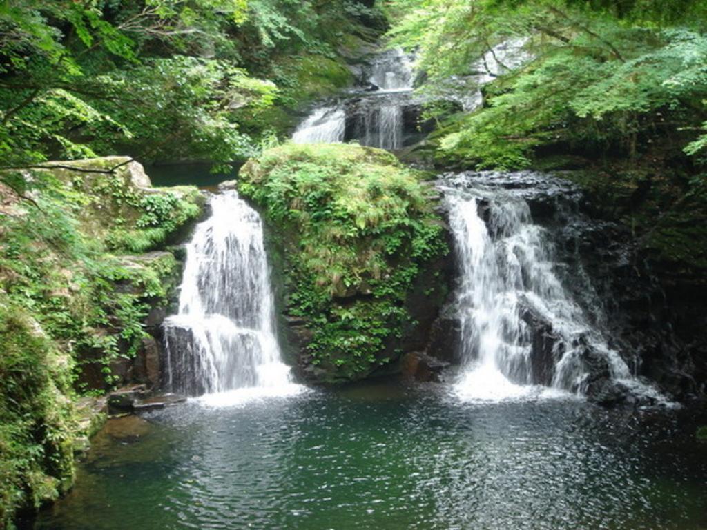 【日本全県】夏に行きたい滝47選!マイナスイオンあふれる絶景パワースポット!
