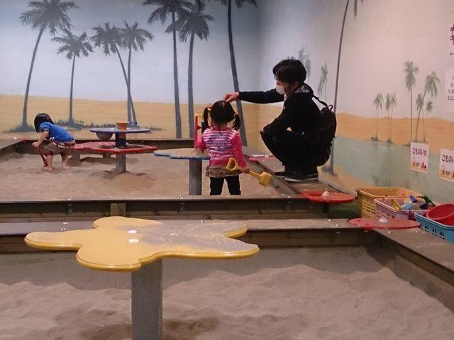 砂場遊びに夢中です_プレイパークゴールドタワー