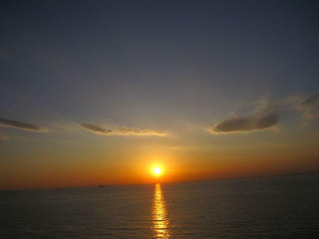 写真:2014年1月3日16時20分撮影) 「海ほたる」から望む綺麗な夕日です_海ほたるパーキングエリア