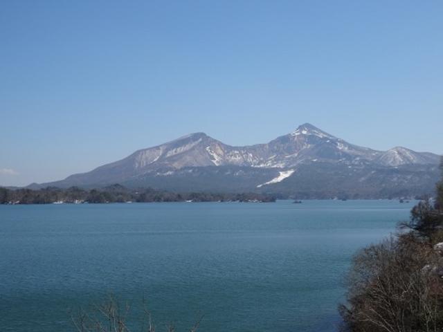 ここからの磐梯山も美しいです。_桧原湖