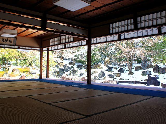 京の雪庭を独り占めです。_圓徳院