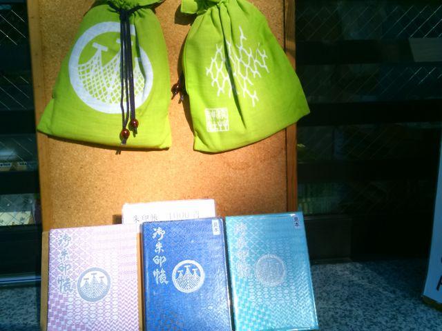 浅草神社の社紋が入ったオリジナルの御朱印帳等があります。_浅草神社(三社さま)