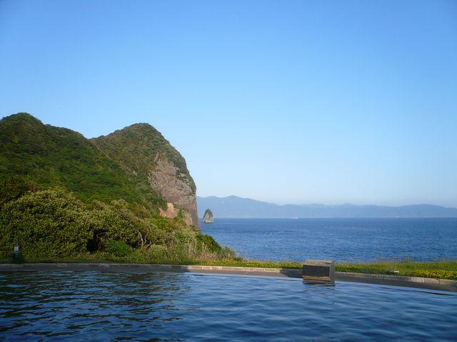 竹山を左に見ながら_ヘルシーランド露天風呂「たまて箱温泉」