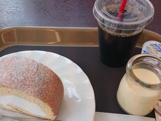 クリームたっぷりのロールケーキとプリン_ゆふふ 由布院駅前店
