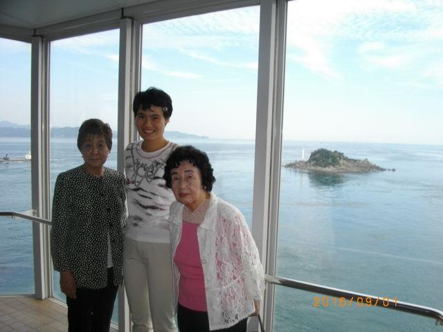 小島をバックにパシャ_鳴門海峡