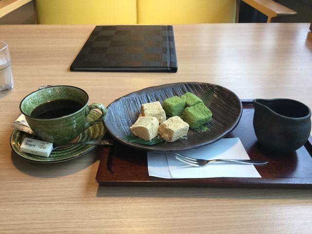 わらび餅とコーヒー_茶屋本陣「畔屋」