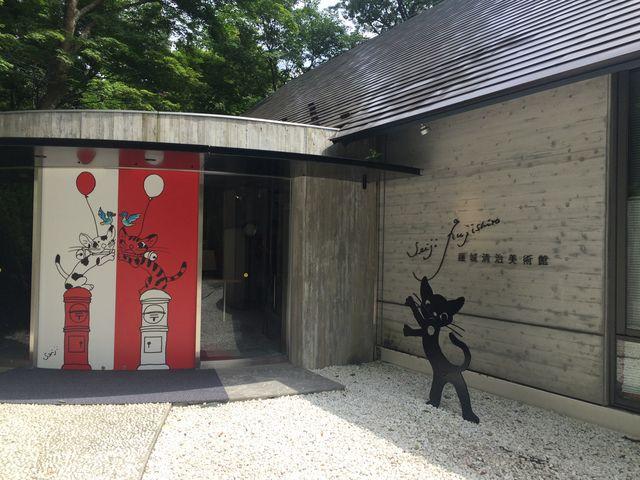 美術館の入口まで、森の小径を歩いて行きます。_藤城清治美術館 那須高原