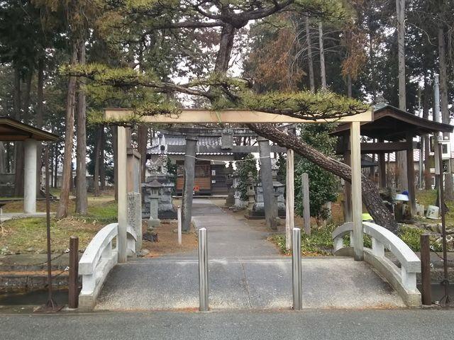 お堀のようになっています。_義清神社
