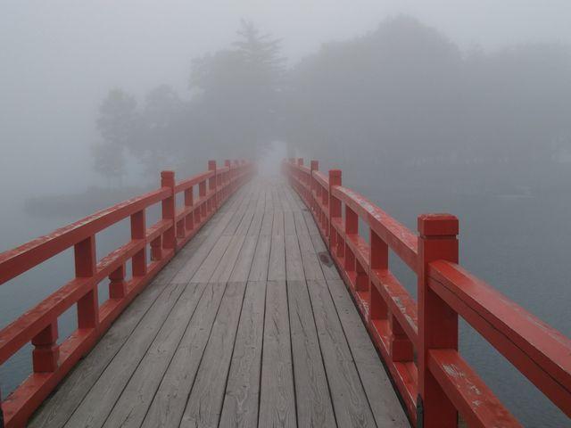 大沼を渡る橋。_赤城神社(大沼湖畔)