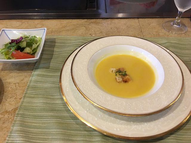 ステーキランチ。スープとサラダ_ステーキ&レストラン勝