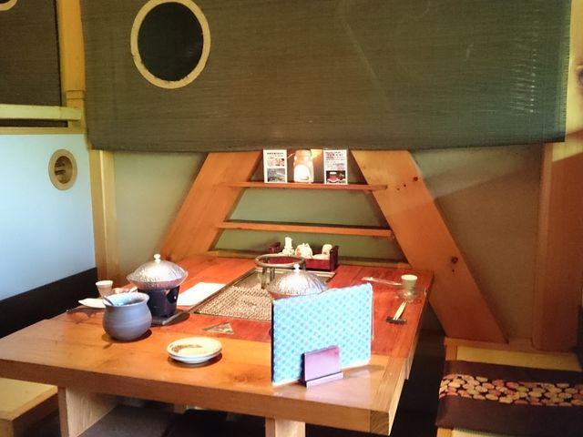 夕食はこちらのテーブルで頂きました。_深山桜庵