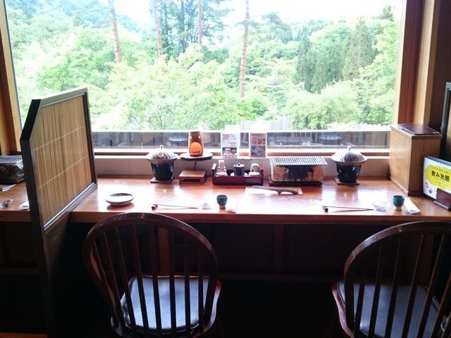 カウンター席での夕食はこんな感じ。_深山桜庵