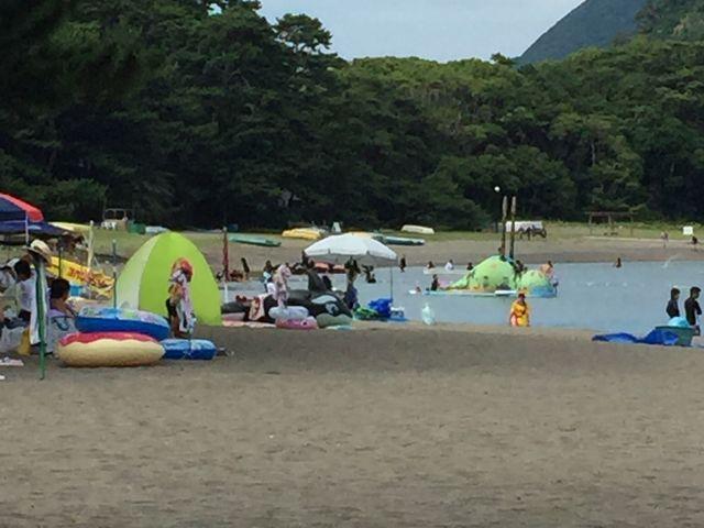 恐竜の滑り台もあります!_御浜海水浴場