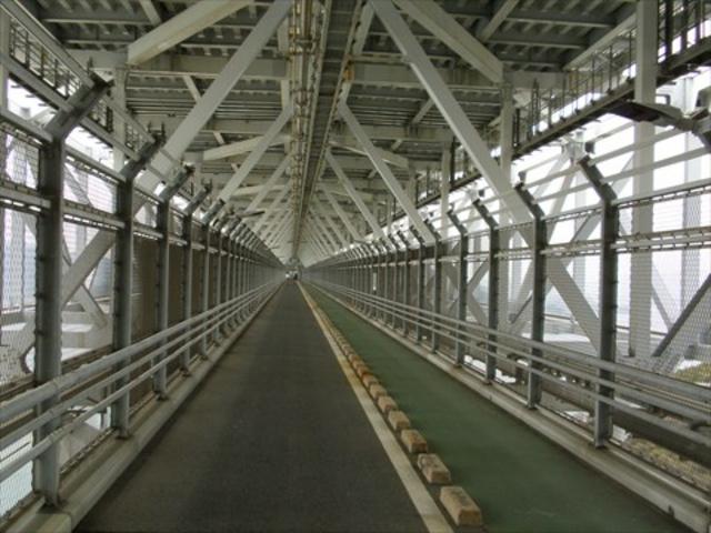 歩道つき。_因島大橋