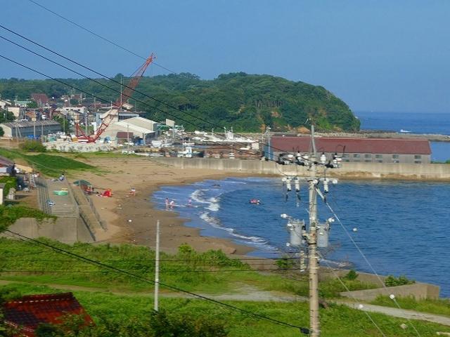 石川県・北陸道・尼御前SAから見える尼御前岬・海水浴場_尼御前サービスエリア(上り線)