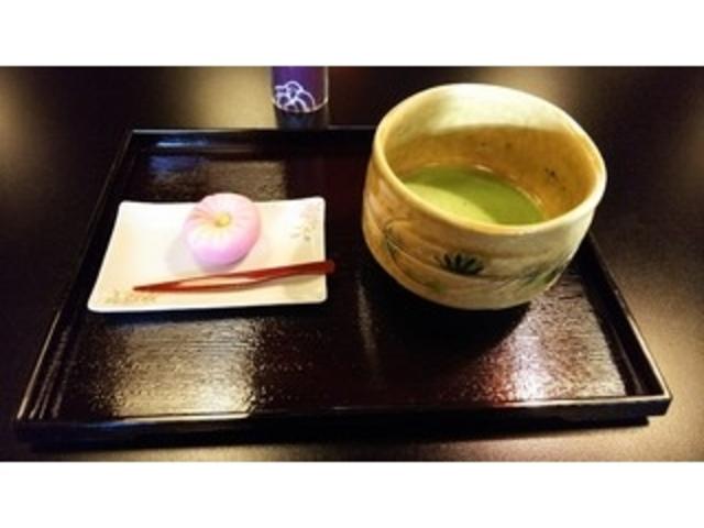 お抹茶と生菓子のセット_森八
