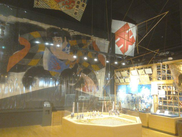 ダイナミックな凧がいっぱい。_田原まつり会館