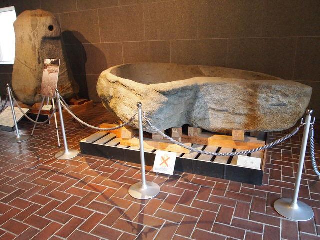 入ってすぐの石棺_県立橿原考古学研究所附属博物館