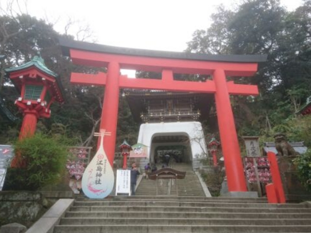 赤鳥居と瑞心門_江島神社