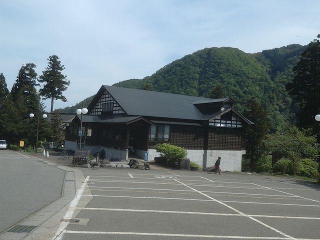 駐車場が広い。(30台分くらい)_下湯沢共同浴場 駒子の湯
