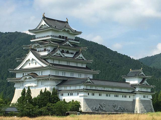 遠くから全景も眺めて。_勝山城博物館
