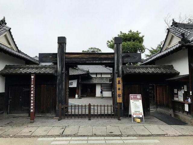まるで江戸時代の関所のよう_真田邸