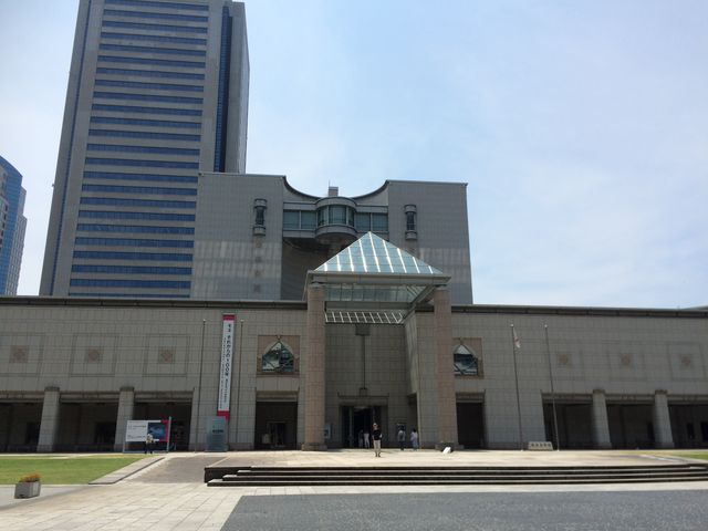 さすが横浜 美術館も立派です。_横浜美術館