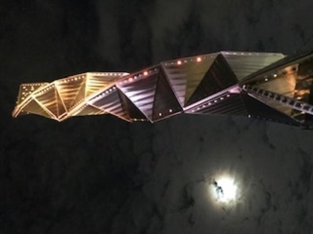 タワーと月です。きれいでした!_水戸芸術館